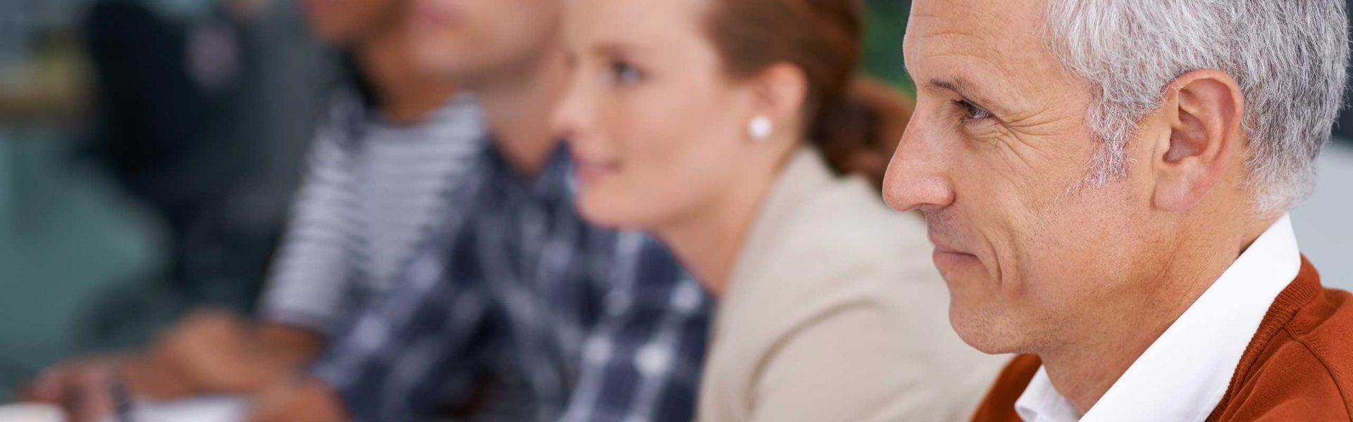 Wir bieten eine Weiterbildung im Bereich Journalismus an. In Seminaren lernen Sie aktuelle Trends und Spezialthemen kennen.