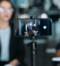 Mit dem Crossmedia Journalismus Zertifikat von ProContent professionelle Einblicke in die digitale Medienarbeit erhalten.