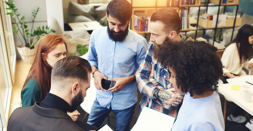 Volontärskurse für den Bereich Zeitschriften gemeinsam mit anderen entdecken und fit in den Job starten.